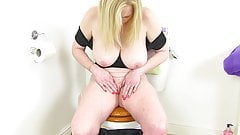 English milf Fiona rubs her fanny in the bathroom