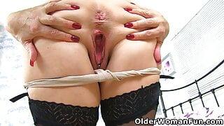An older woman means fun part 477