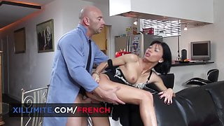 French brunette milf banged by the repairman