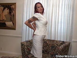 Peel away smart strip remover - American milf heidi peels off her pantyhose and plays