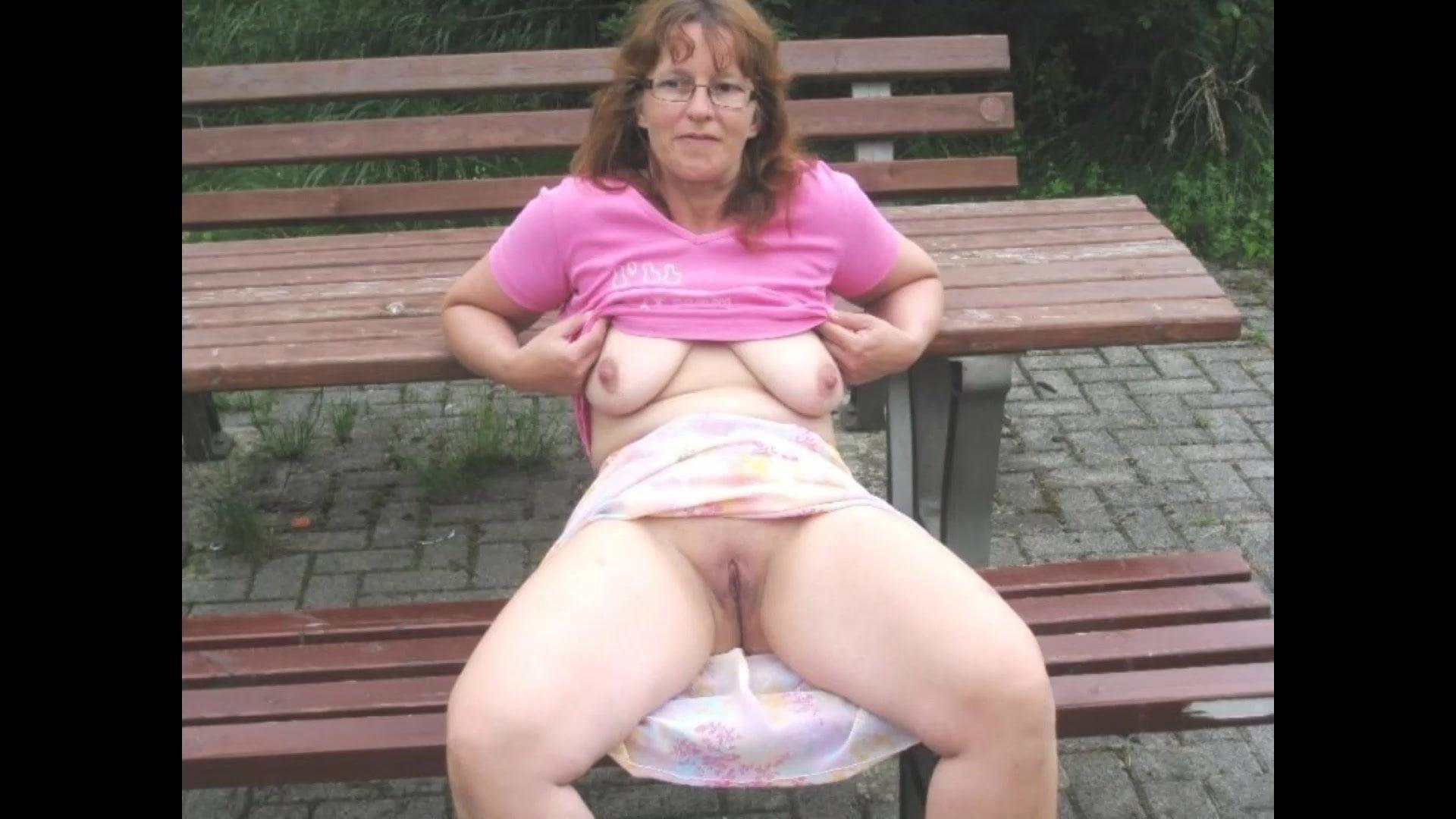 Minikleid nackt unterm Cuming Tube