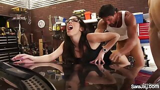 2 Lucky Mechanics Work Out In Fourome – Sara Jay and Dava Fox!