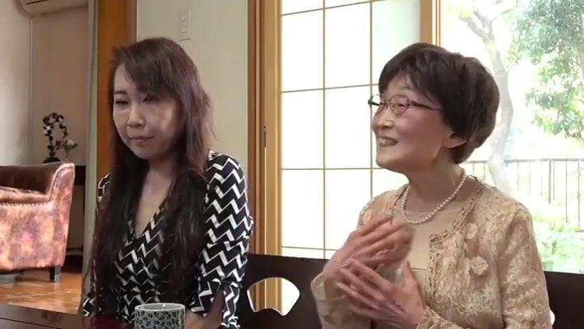 【高齢熟女】婚活息子は六十路の母親との近親相姦セックスのほうが好き