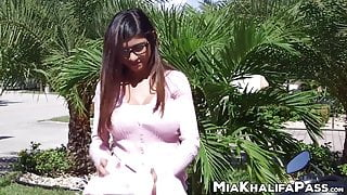 Mia Khalifa and her mom have sex with her white boyfriend