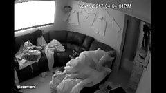 セキュリティカメラで夫に犯されるぽっちゃり系妊娠中の妻