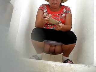 Wc peeing Woman uses spycams for women wc