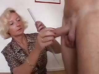 Tips to make penis bigger - Bigger penis measured by older woman
