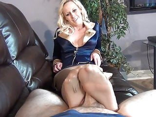 Xvideo milf pantyhose fetish Milf pantyhose footjob