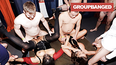 Typen wechseln sich ab mit Sexy Suzy und ihrer maskierten Freundin