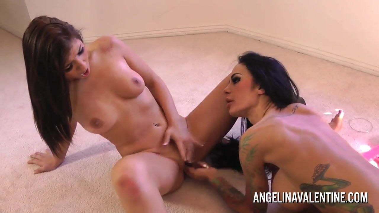 Angelina Valentinne Foto Porno lesbian angelina valentine and brittany harper