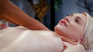Not a normal massage, Luna Corazon and Marilyn Sugar