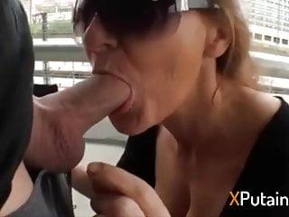 Fellation big tits Fellation en public a une vieille femme