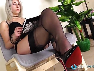 Fully fashioned stocking sex - Blonde feet in fully fashioned rht stockings