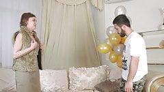 Madrastra invita a su hijo a su cumpleaños