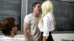 Naughty America Kristen Connor (Brittany Andrews) gets it on