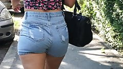 SsW - S2017E02 - Big ass teen in jeans shorts
