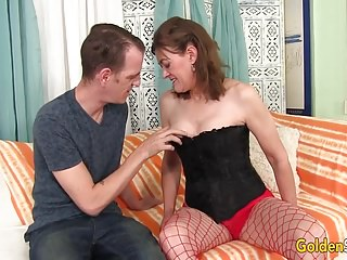Bondage tarts Older tart uses her mouth and cunt to please a dick