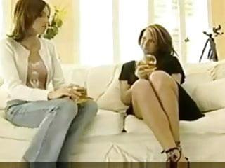 Videos pornos lesbianas seduciendo - Otra madura seduciendo a la hija de su amiga