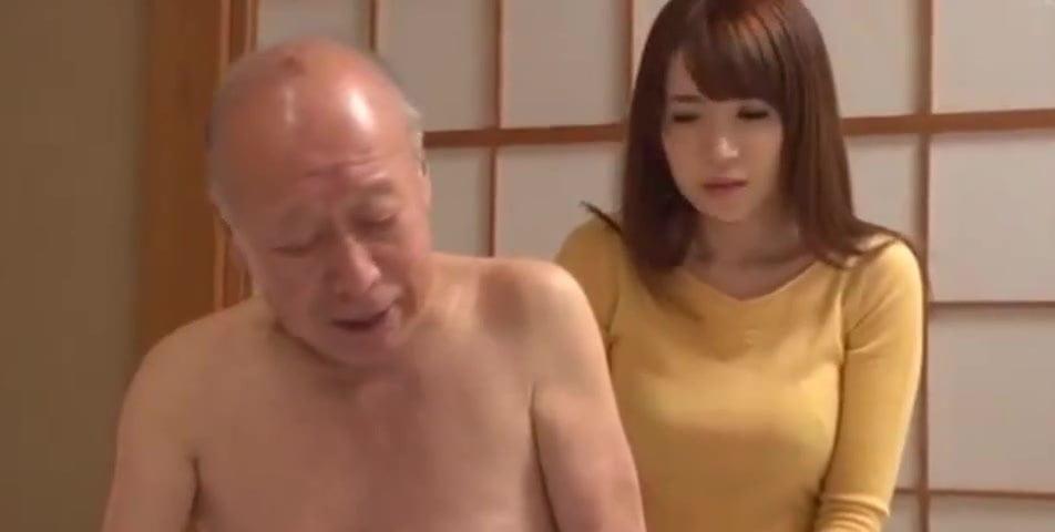 巨乳妻の宮野ゆかなが介護中の義父に思いを寄せて生ハメ中出しH