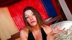 Amelie 26ans de Rouen vient se faire sodomiser