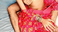 Mallu desi bhabhi baise en sari au lit