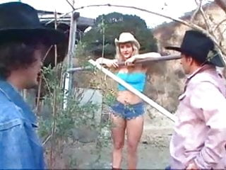 Tips on haw to have sex Cowgirl enjoys a double pokin yee haw