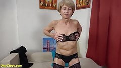 Granny with lovely old pussy