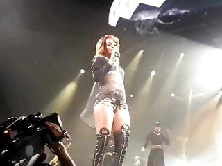 Rihanna porn video Rihanna shaking and twerking her ass