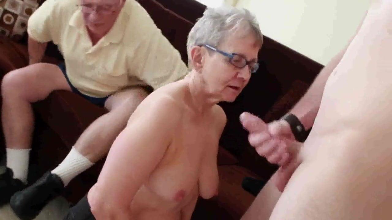 Großvater fickt seine mollige Enkelin