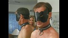 Razz- becca il padre del fidanzato in maschera