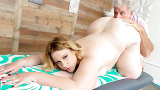 Fat Blonde Babe Curvy Mary Didn't Come Here for the Massage