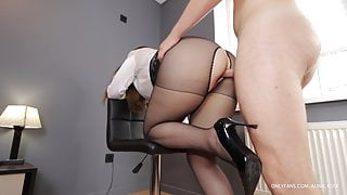 Boss fucks mouth and big ass of secretary after briefing