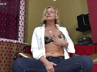 Sexy mother goose Sexy mother hungry for a good fuck
