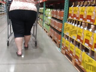 Whole fist in her ass This granny pawg has a whole lot of junk in her fat trunk
