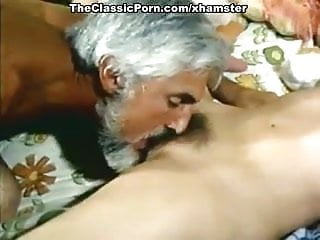 Vickie lynn hogan porn - Spring finlay, justina lynn, kris ware in vintage porn clip