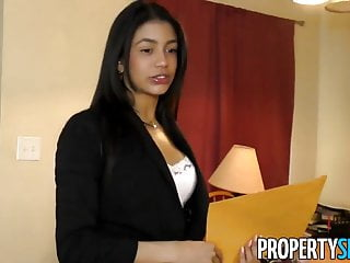 Adult cheer leading Propertysex - latina agent cheers up client with some sex