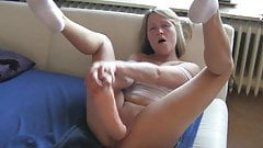 Worthless dumb German blonde cunt uses big toy and squirts