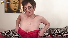 Real amateur granny playing with herself