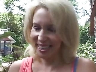 Galmour mature model Sexy milf thinks she can be a model - cireman