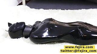 Fejira com Latex vacuum and mask breathplay