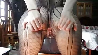 Arse Shakin and Cum Dribbling