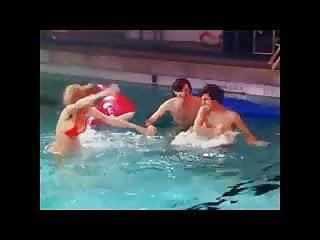 Ank heart bandeau bikini - Anke engelkes nackter arsch im schwimmbad