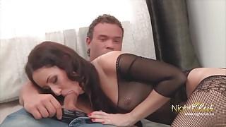 Freundin vor den Augen des Mannes gefickt