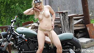 Blonde temptress attracts attention with her striking body