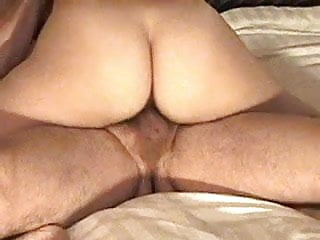Skeet on tits - Young bull skeets in gilfs pussy