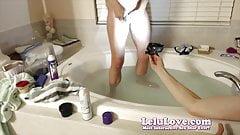 Za kulisami golenie cipki podczas pokazu kamerze na żywo