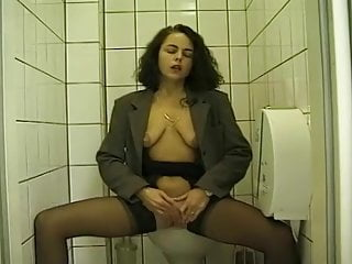 1990 s gay pop artisit Urin-genuss 1990s - scene 08 - magma wet - pissing