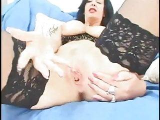 Sarah beaney xxx - British milf sarah beattie gives a nasty blowjob