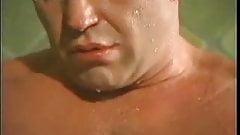 Tres osos musculosos follando en la ducha