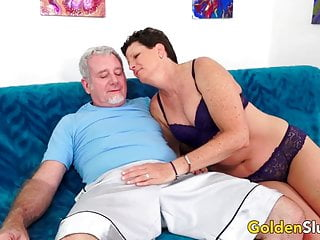 Mature bushy - Short haired mature beth mckenna has her bushy pussy railed